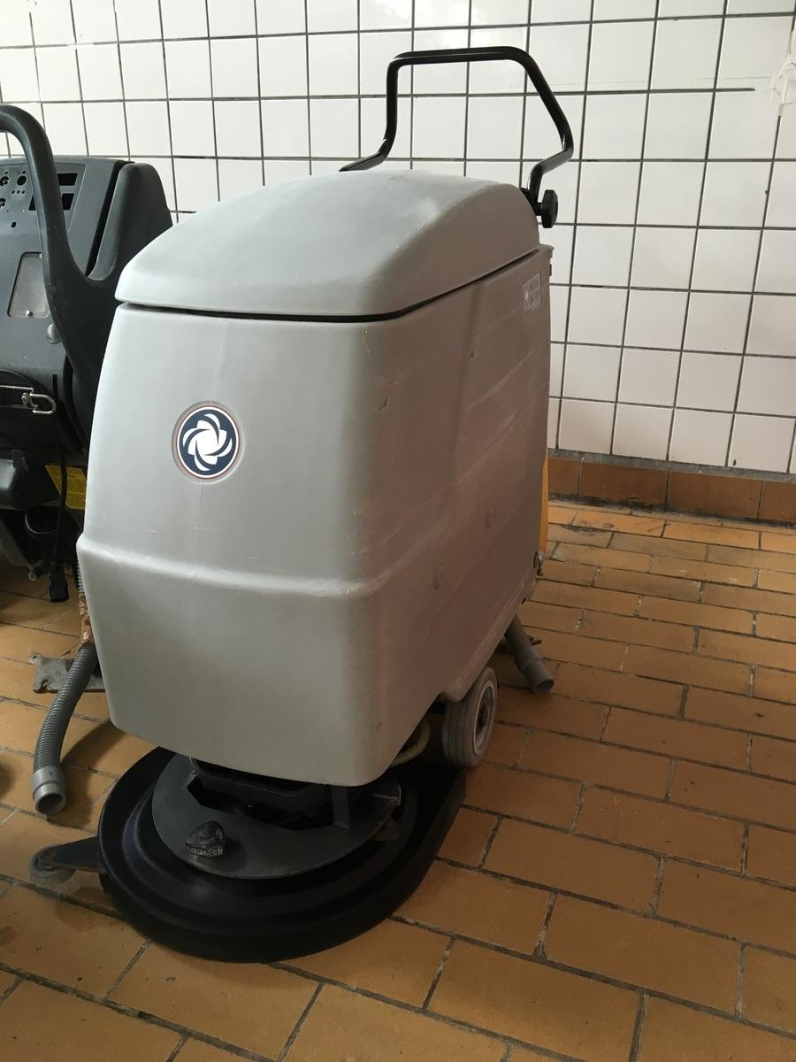 NILFISK BA510 S padlótisztító gép – FELÚJÍTOTT