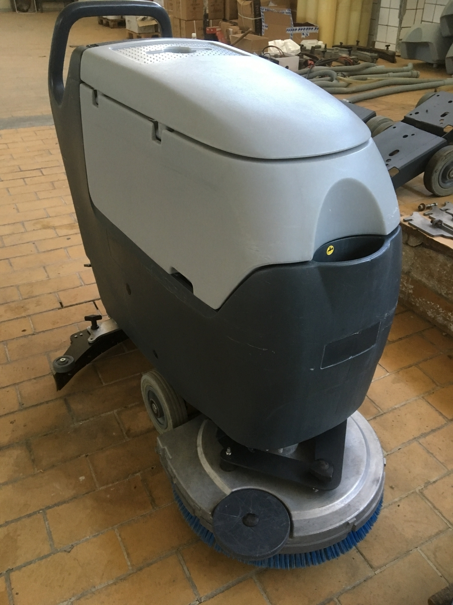 NILFISK BA531 padlótisztító gép - FELÚJÍTOTT